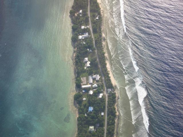Majuro Atoll: Lagoon on the left, open ocean on the right. Majuro, November 2012.