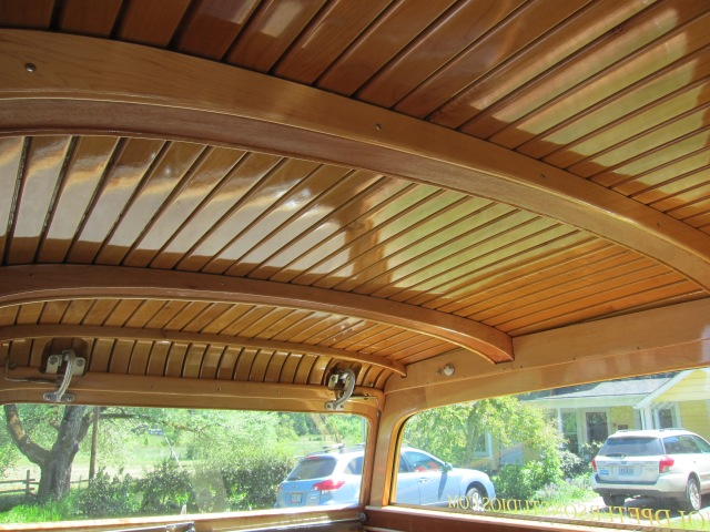 Detail of the car's interior. Nice woodwork.