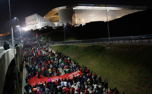 Protests on the Test Game of the São Paulo Stadium, where the inaugural game will be played, on June 12