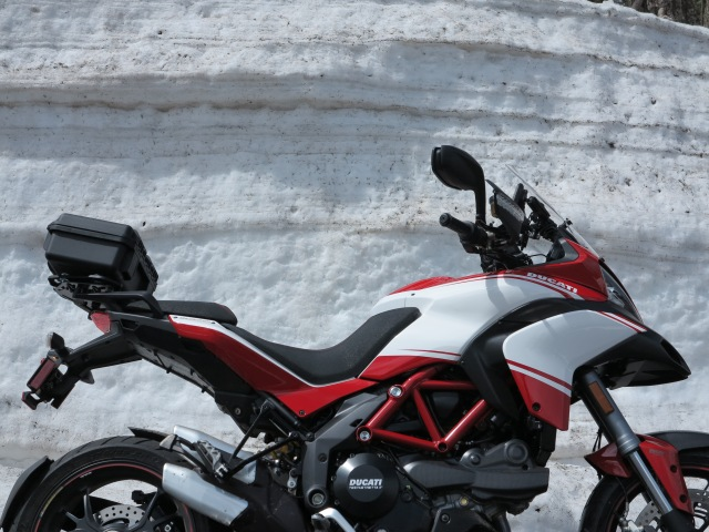 A Sunday visit to Crater Lake with the Multistrada