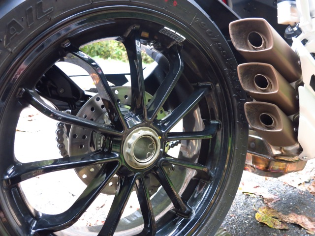 17 inch, 190 / 55 rear tire mounted on gorgeous 12-spoke wheel.