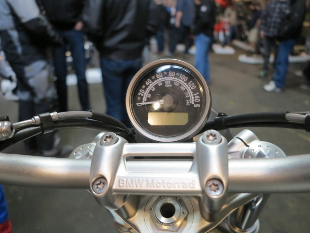 Single clock on the Scrambler (BMW, could you make it the RPM gauge with speed digital?)